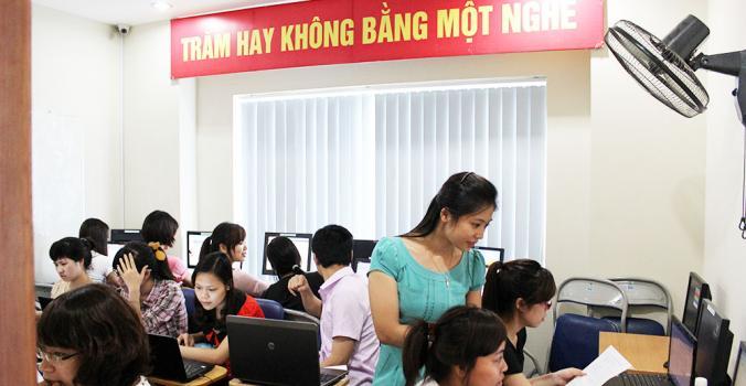 hoc ke toan thuc hanh may Lớp học kế toán tổng hợp thực hành tại Bến Tre