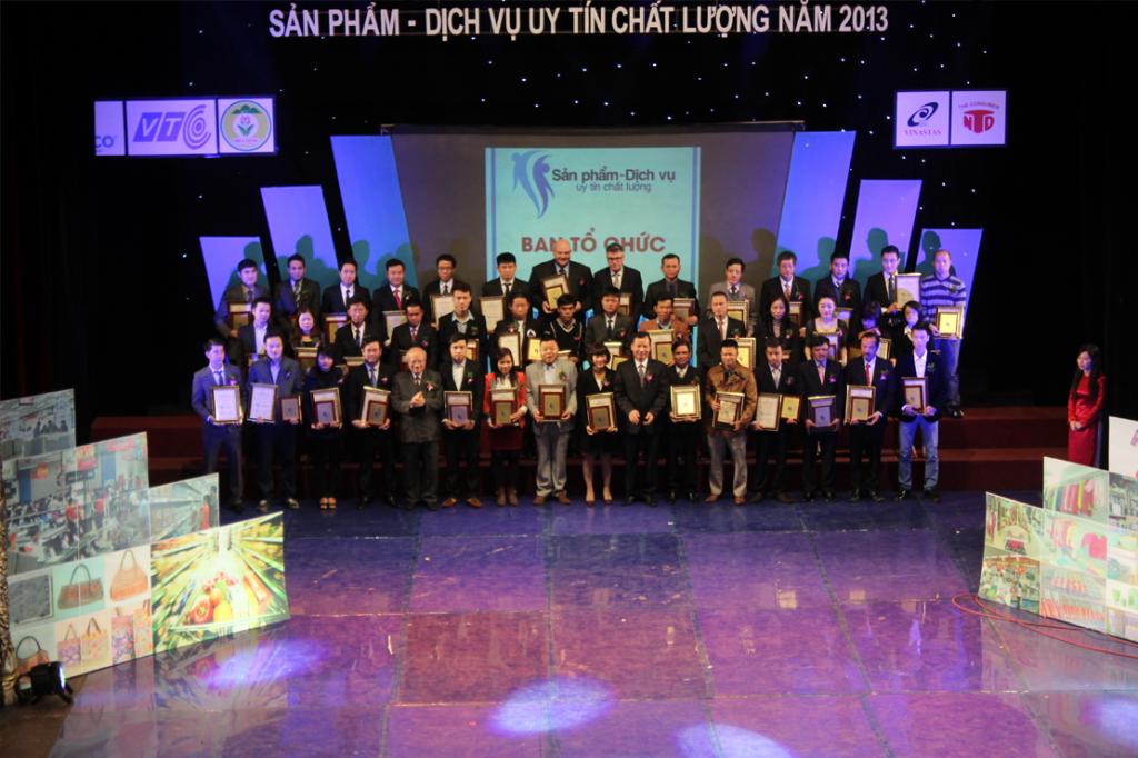 1 30 1024x682 Kế toán Hà Nội nhận giải thưởng sản phẩm dịch vụ uy tín chất lượng 2013