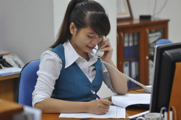 nhieu co hoi viec lam tai cac ngan hang 22 Học trung cấp cô gái trẻ giờ làm kế toán cho 5 công ty