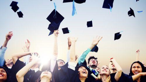 sinh vien nam cuoi e1617872573342 Cách trình bày báo cáo thực tập tốt nghiệp
